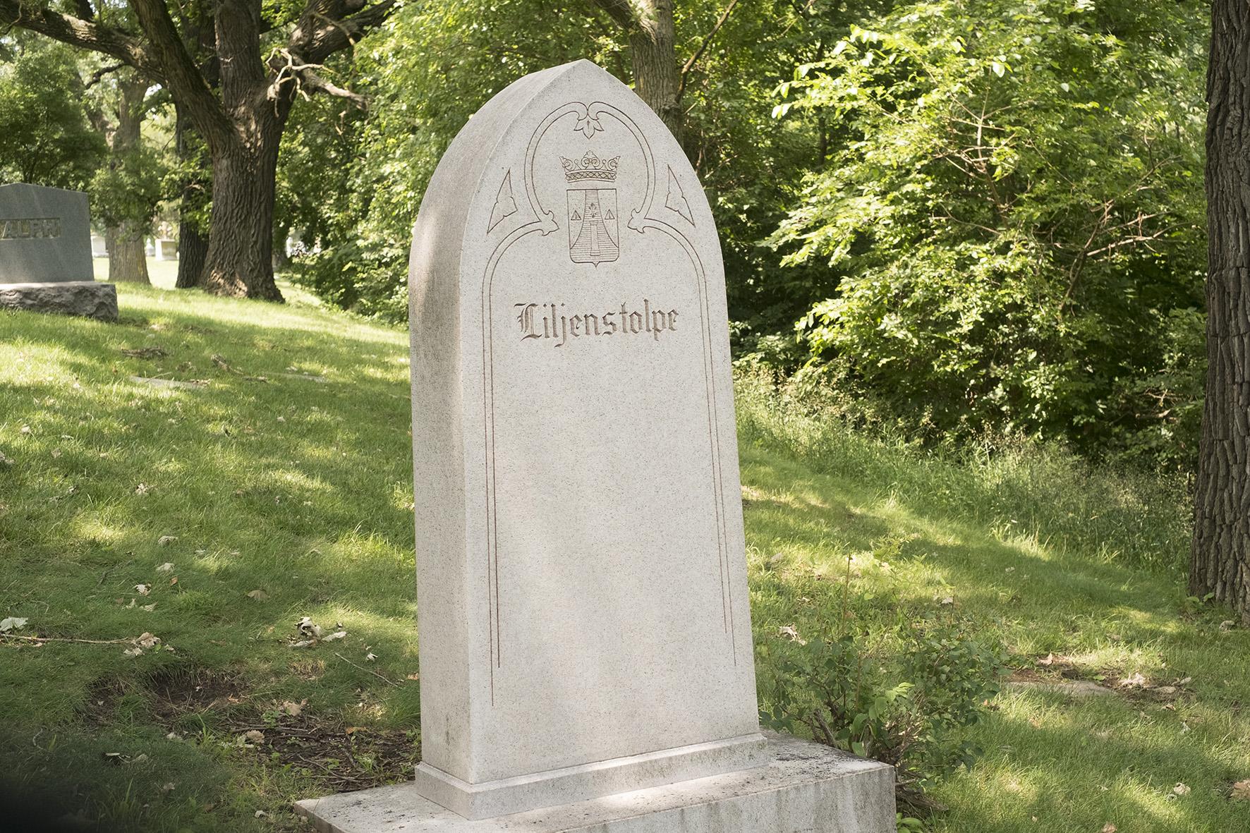 Lösenordsskyddad: The Omaha Family Grave